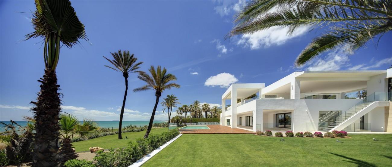 Frontline Beach Exclusive Villa for sale Estepona (2)