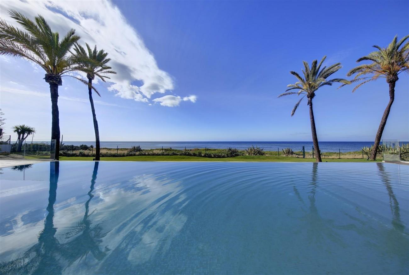 Frontline Beach Exclusive Villa for sale Estepona (3)
