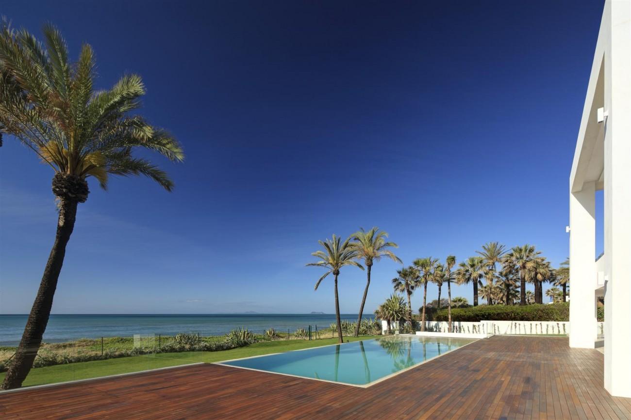 Frontline Beach Exclusive Villa for sale Estepona (4)