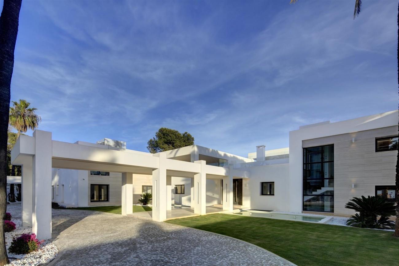 Frontline Beach Exclusive Villa for sale Estepona (9)
