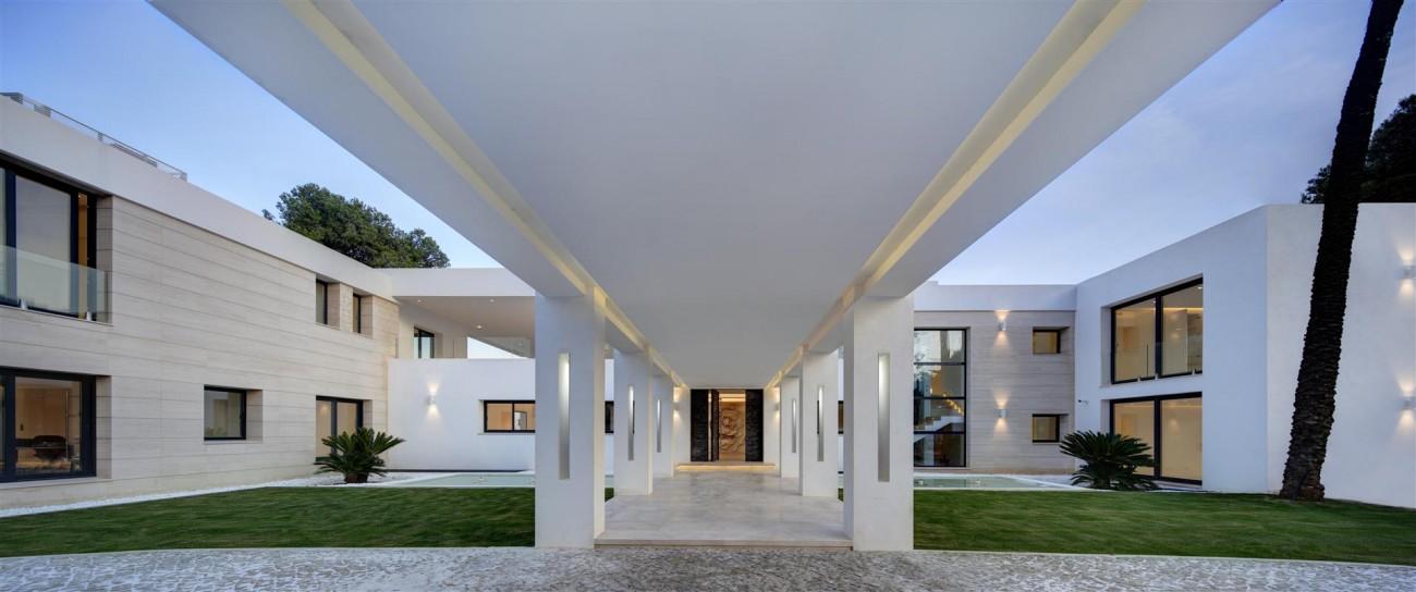 Frontline Beach Exclusive Villa for sale Estepona (11)