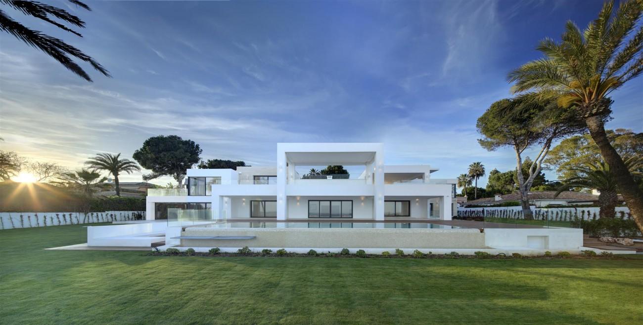 Frontline Beach Exclusive Villa for sale Estepona (16)