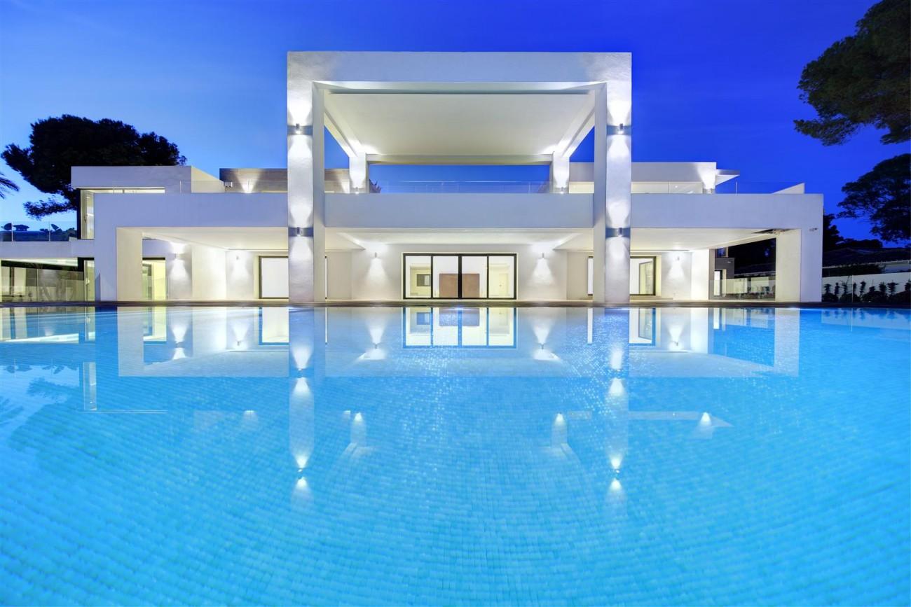 Frontline Beach Exclusive Villa for sale Estepona (17)