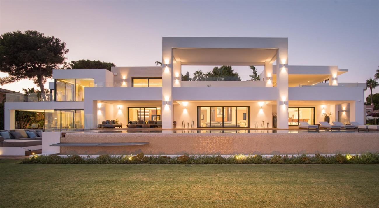 Frontline Beach Exclusive Villa for sale Estepona (21)