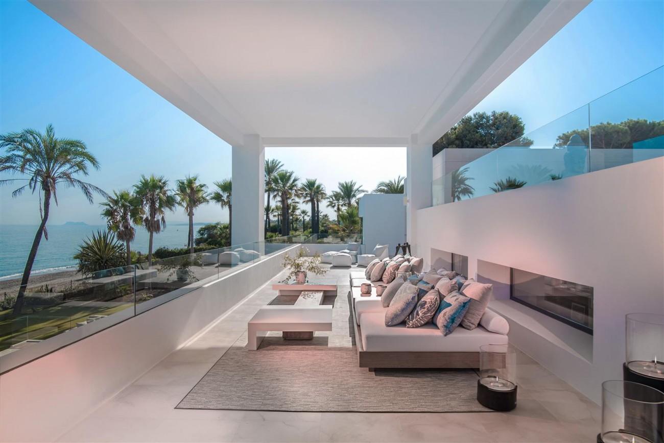 Frontline Beach Exclusive Villa for sale Estepona (24)
