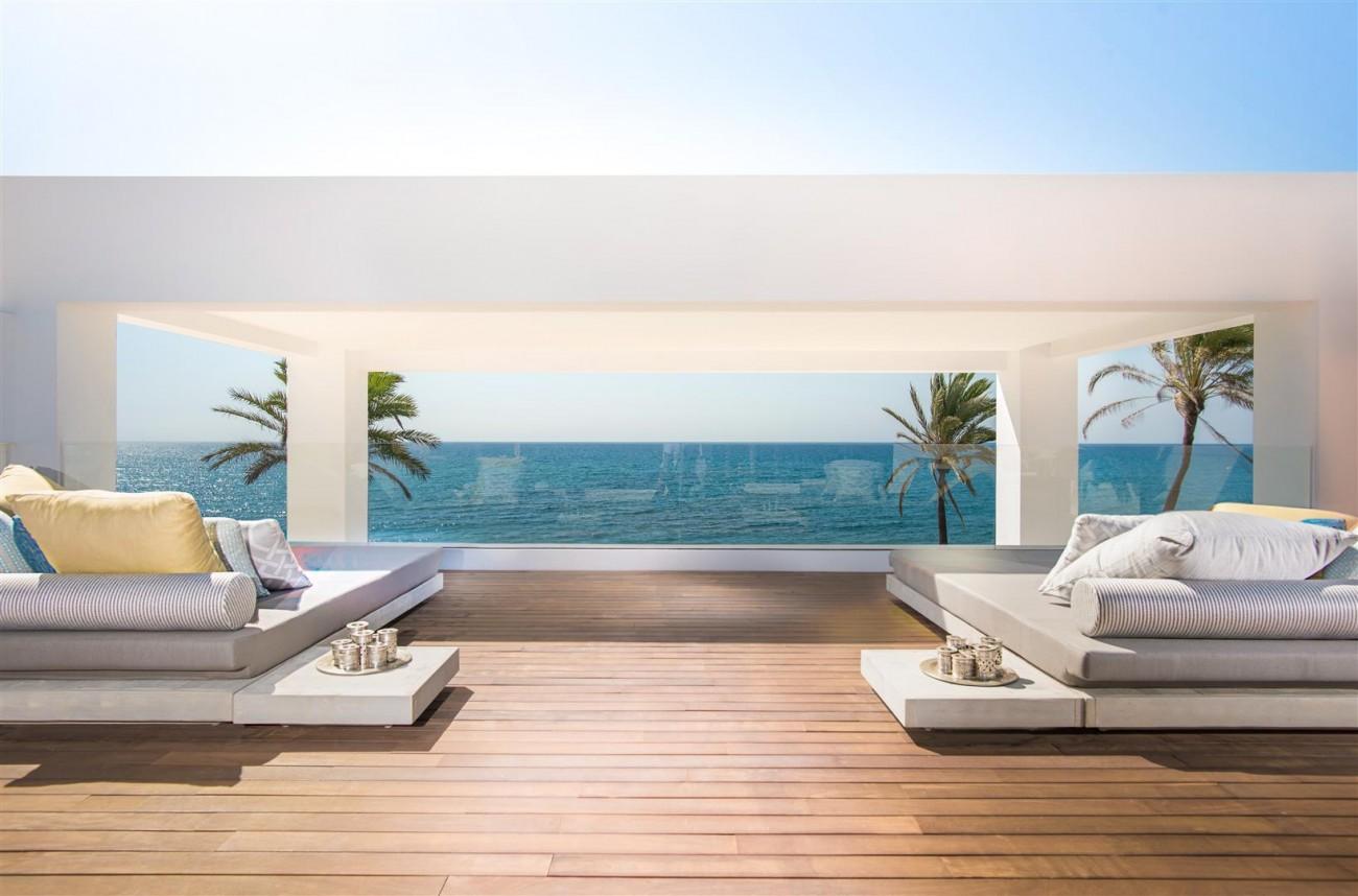 Frontline Beach Exclusive Villa for sale Estepona (25)