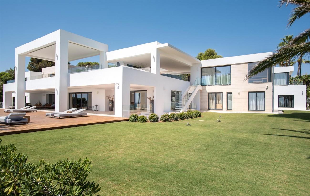 Frontline Beach Exclusive Villa for sale Estepona (26)