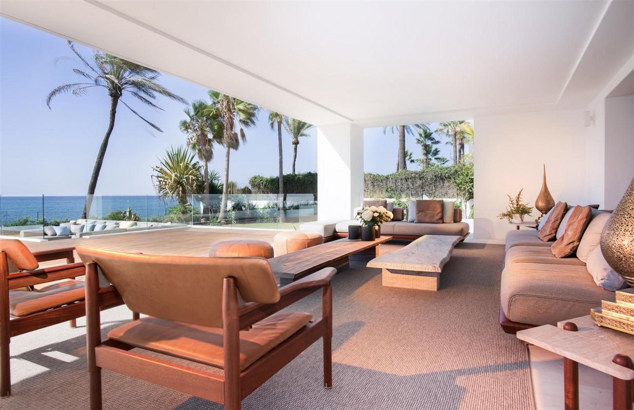 Frontline Beach Exclusive Villa for sale Estepona (27)