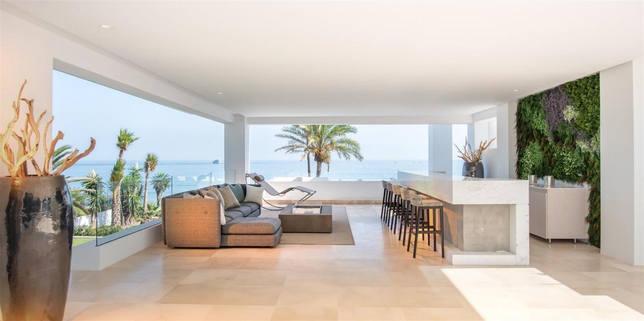 Frontline Beach Exclusive Villa for sale Estepona (28)