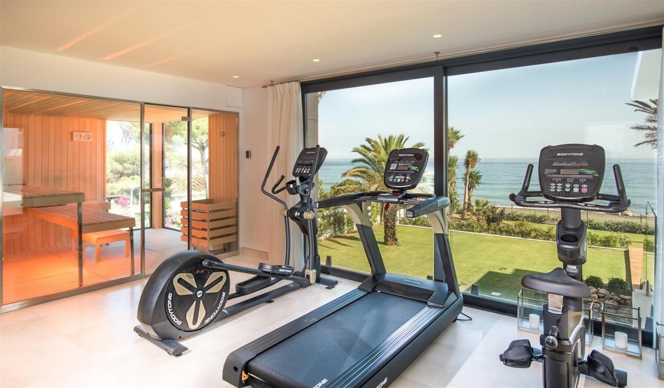Frontline Beach Exclusive Villa for sale Estepona (29)