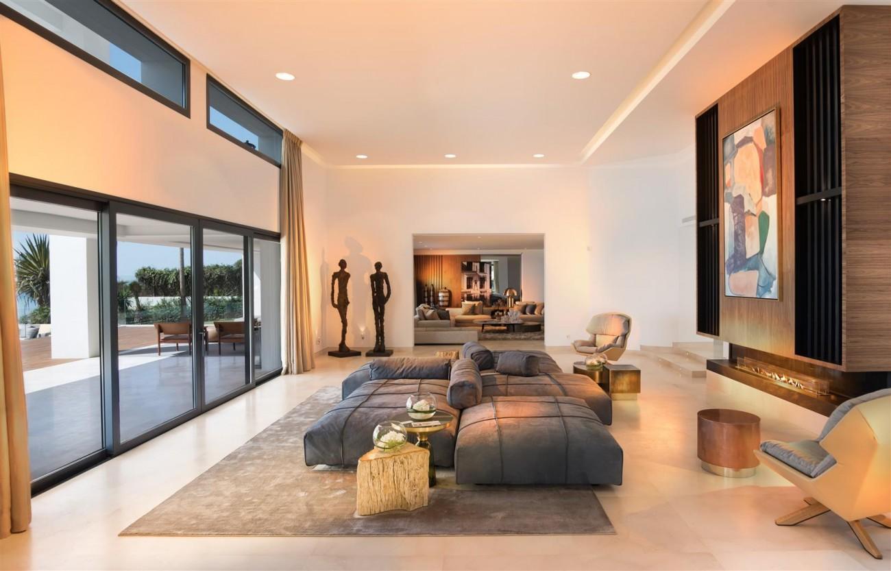 Frontline Beach Exclusive Villa for sale Estepona (33)