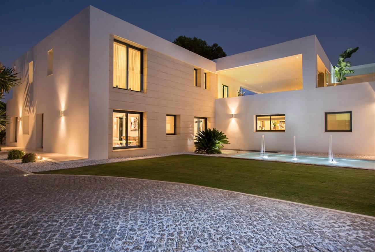 Frontline Beach Exclusive Villa for sale Estepona (37)