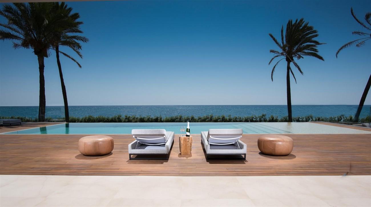 Frontline Beach Exclusive Villa for sale Estepona (38)