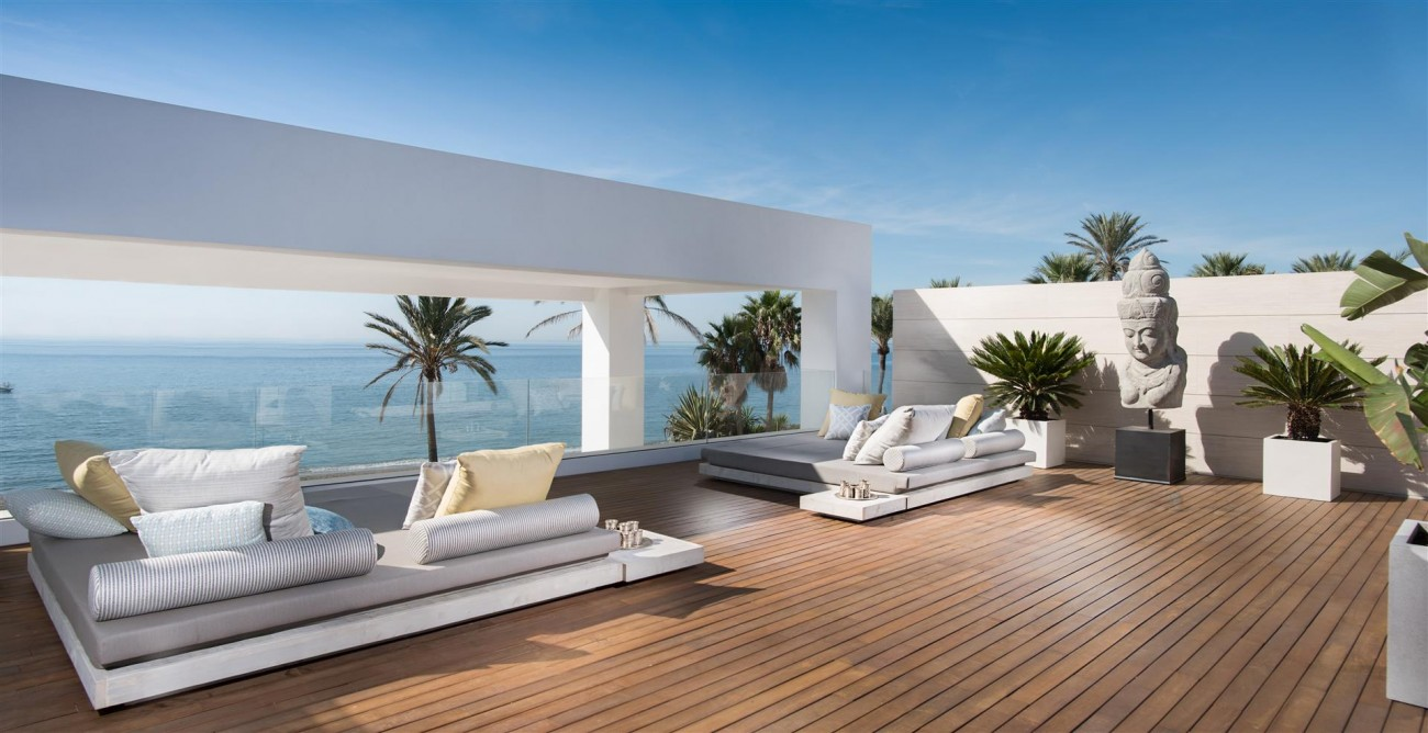 Frontline Beach Exclusive Villa for sale Estepona (45)
