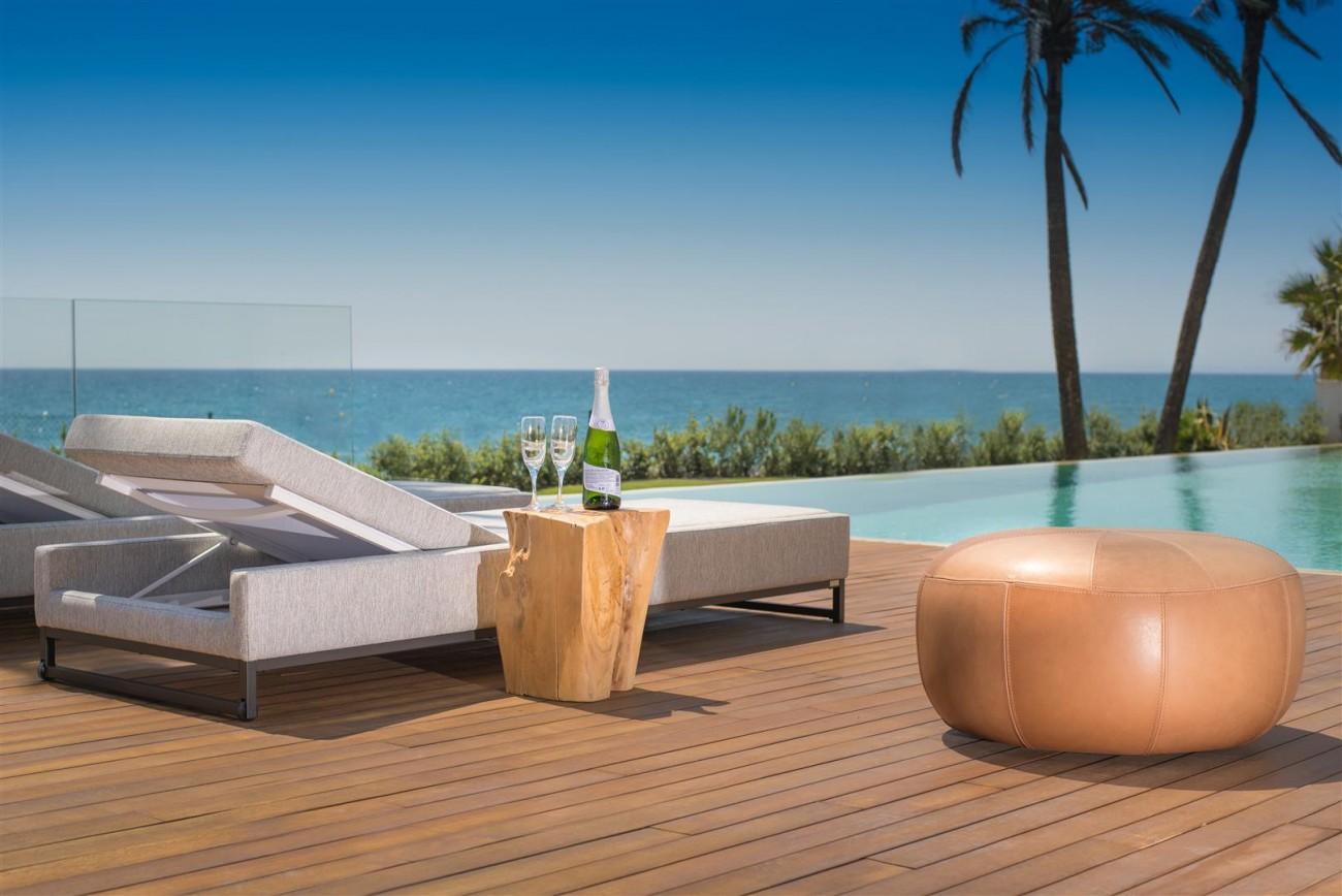Frontline Beach Exclusive Villa for sale Estepona (47)