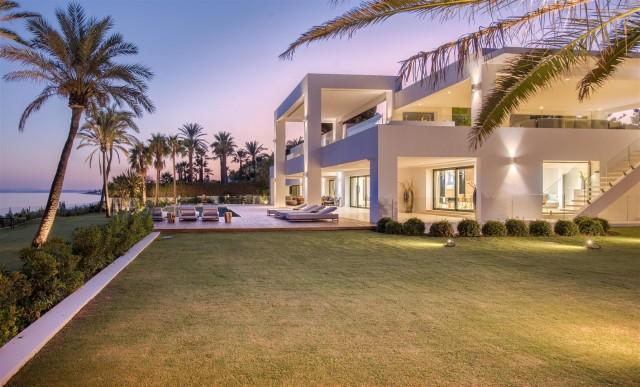 Villa for Sale - 14.200.000€ - Estepona, Costa del Sol - Ref: 5718