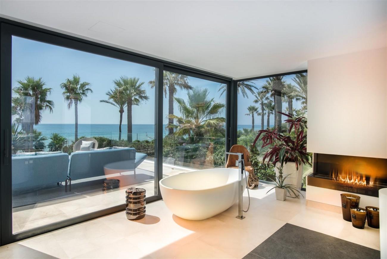 Frontline Beach Exclusive Villa for sale Estepona (49)