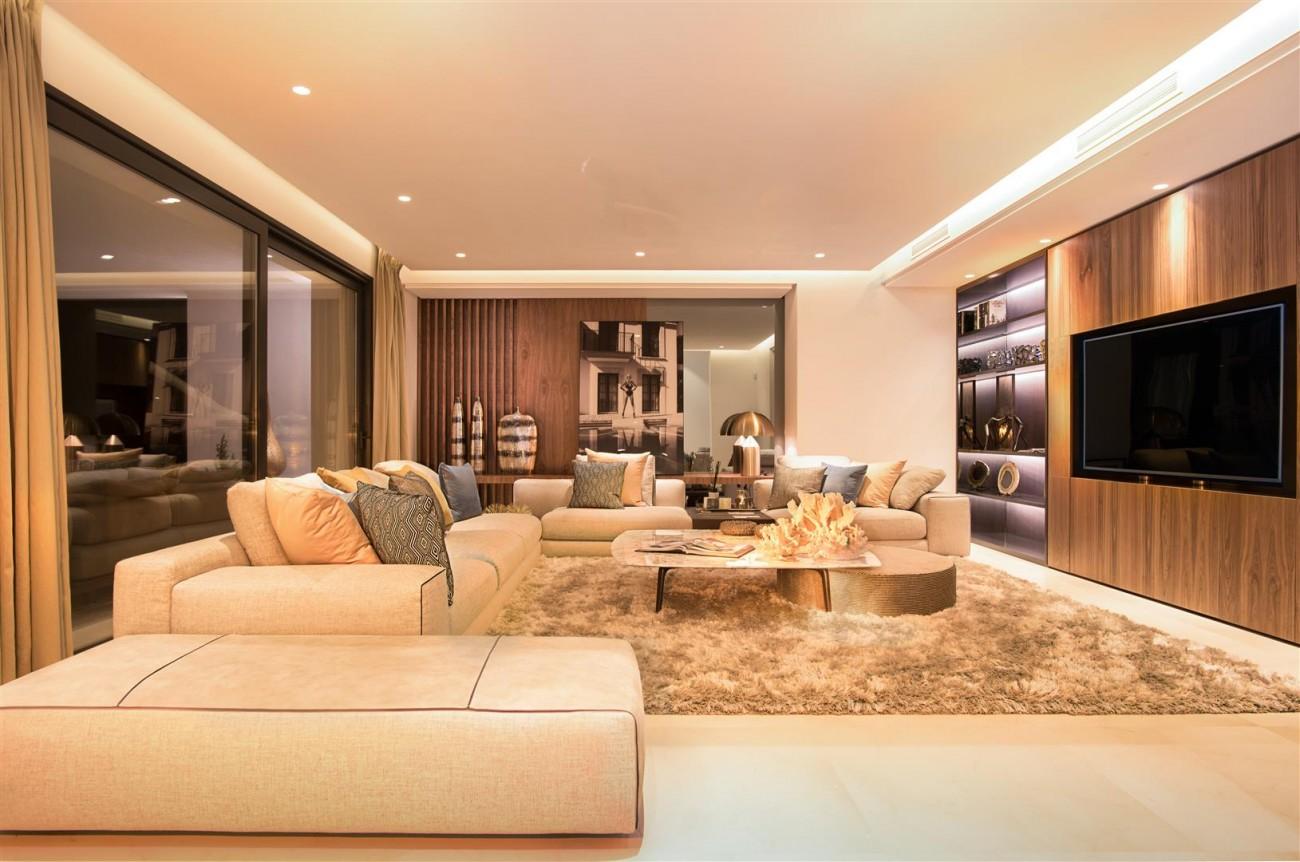 Frontline Beach Exclusive Villa for sale Estepona (50)