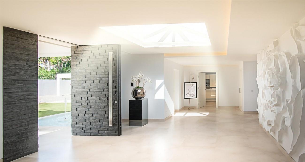 Frontline Beach Exclusive Villa for sale Estepona (52)