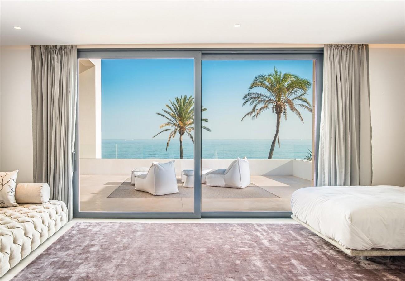 Frontline Beach Exclusive Villa for sale Estepona (53)