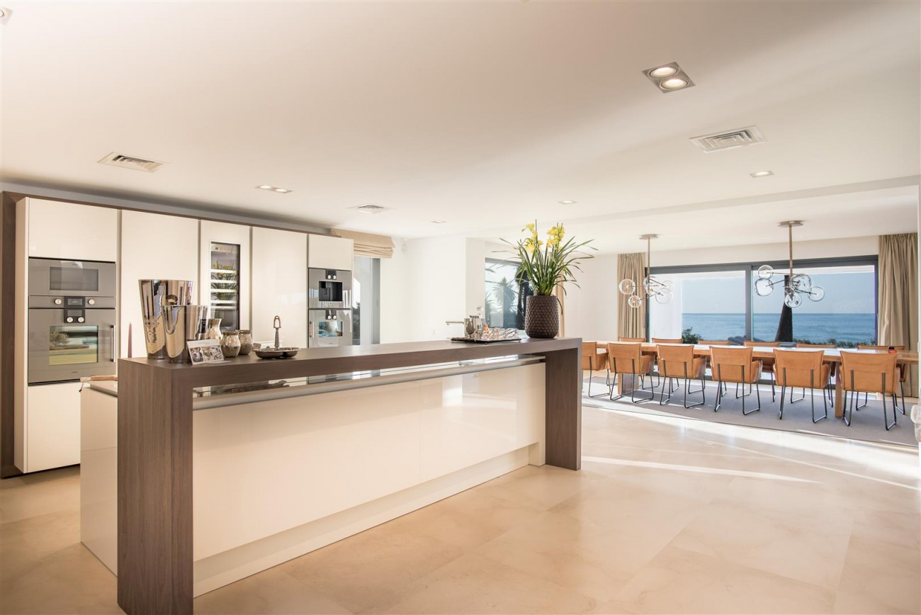 Frontline Beach Exclusive Villa for sale Estepona (54)
