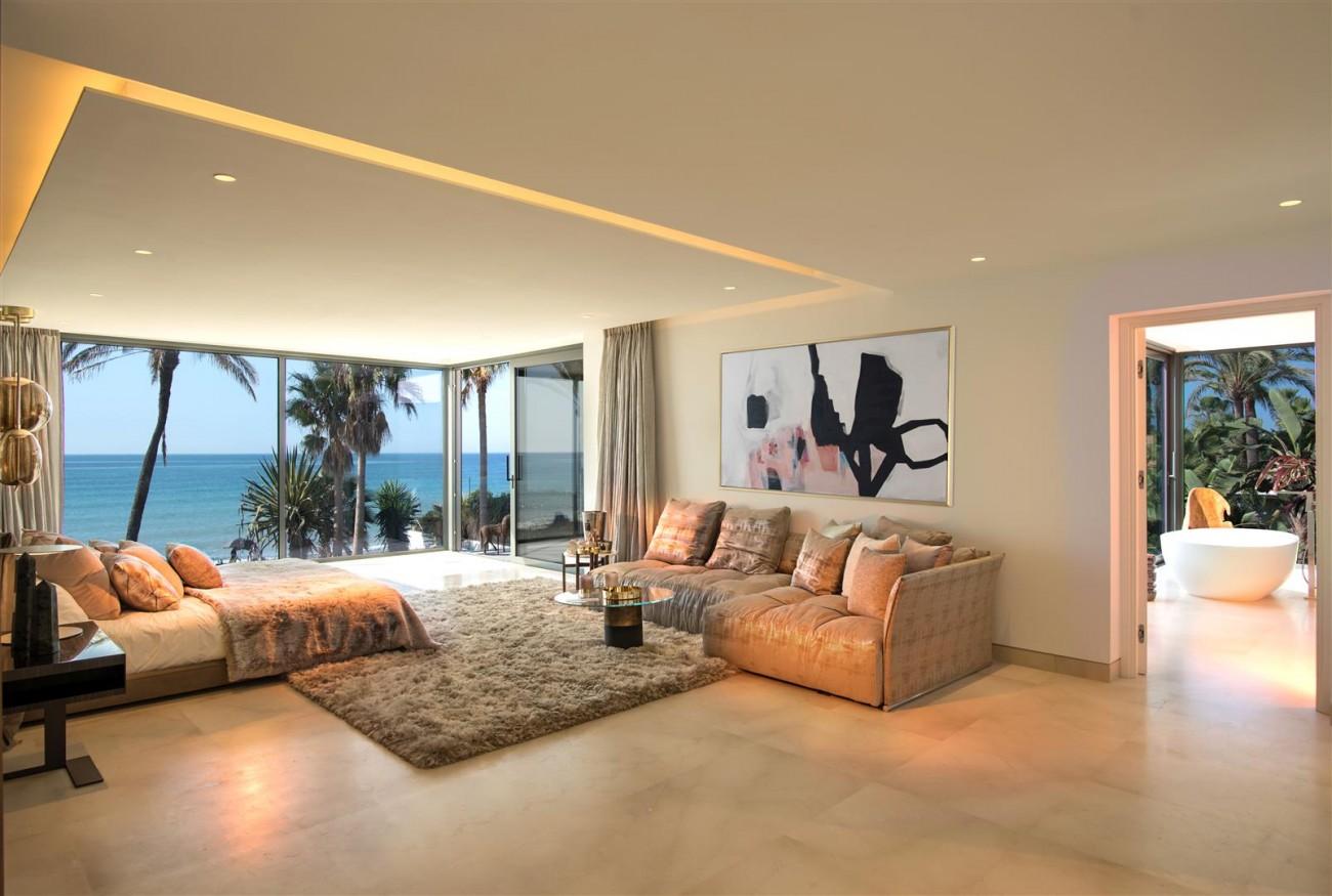 Frontline Beach Exclusive Villa for sale Estepona (55)