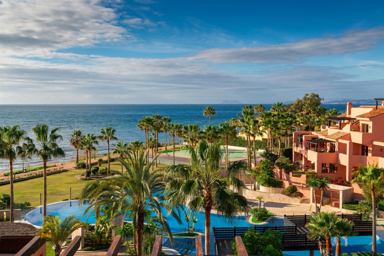 Beachfront Penthouse for sale Estepona Spain (1) (Large)