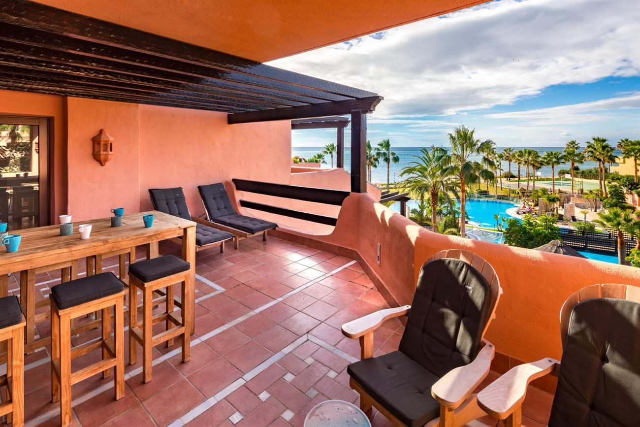 Beachfront Penthouse for sale Estepona Spain (8) (Large)