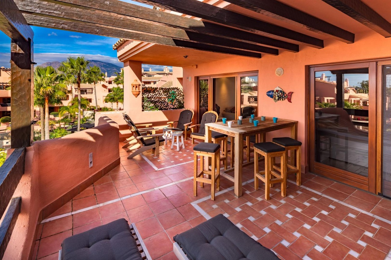 Beachfront Penthouse for sale Estepona Spain (9) (Large)