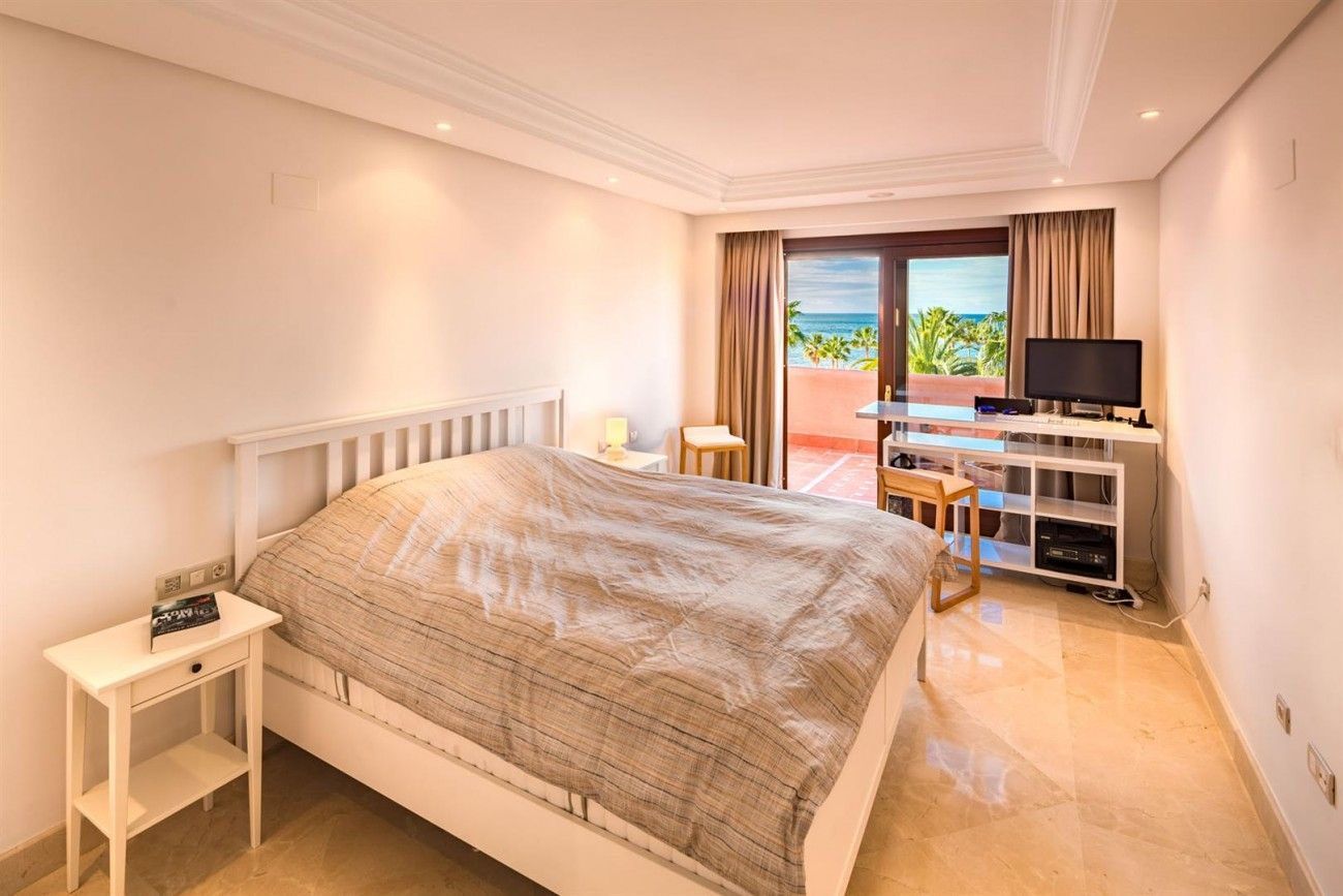 Beachfront Penthouse for sale Estepona Spain (18) (Large)