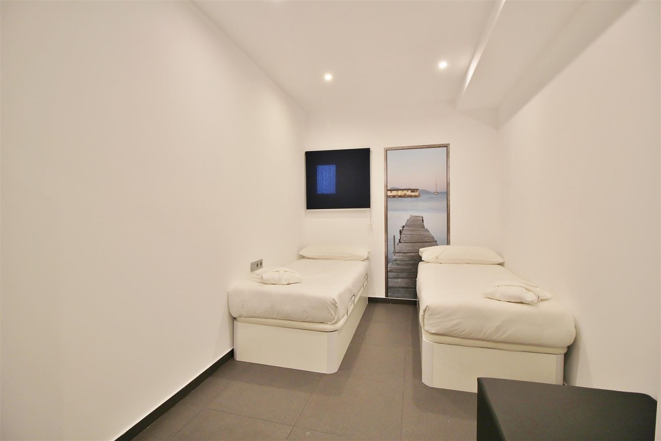 Luxury Apartment for sale Puerto Banus Marbella Spain (3) (Large)