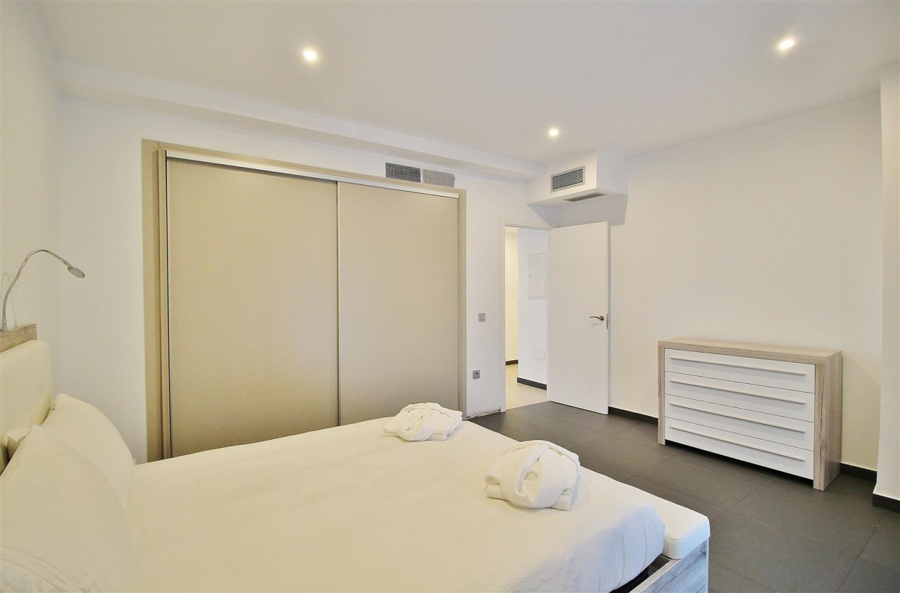 Luxury Apartment for sale Puerto Banus Marbella Spain (7) (Large)