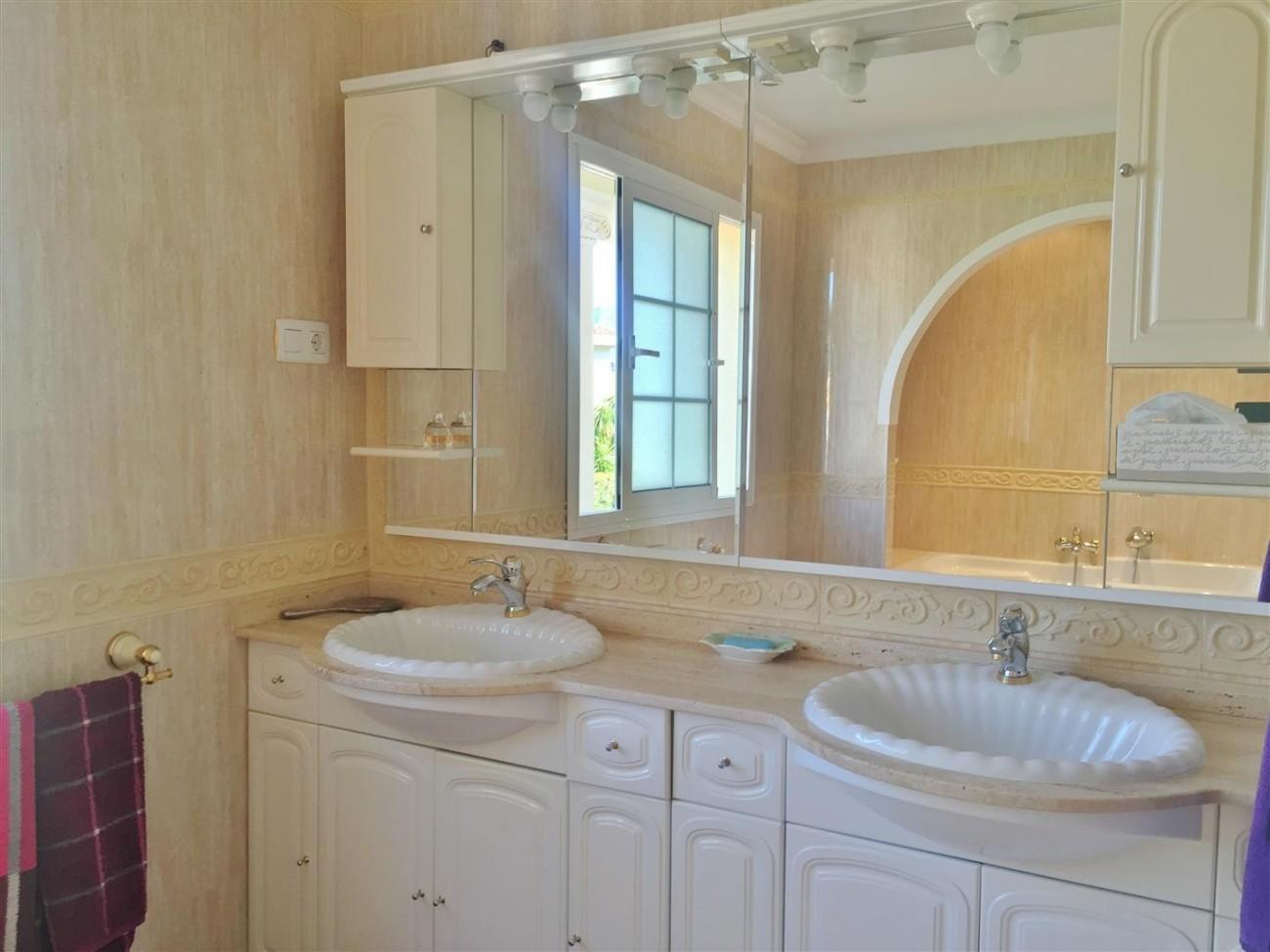 Luxury Villa for sale East of Marbella (12) (Large)