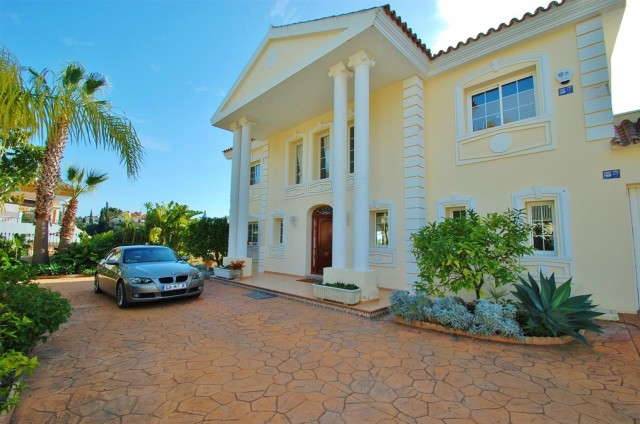 Villa for Sale - 1.950.000€ - Marbella East, Costa del Sol - Ref: 5724