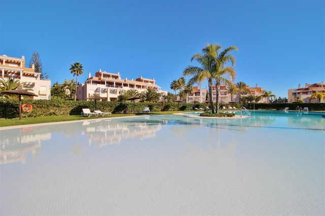 Penthouse for Sale - 450.000€ - Estepona, Costa del Sol - Ref: 5727