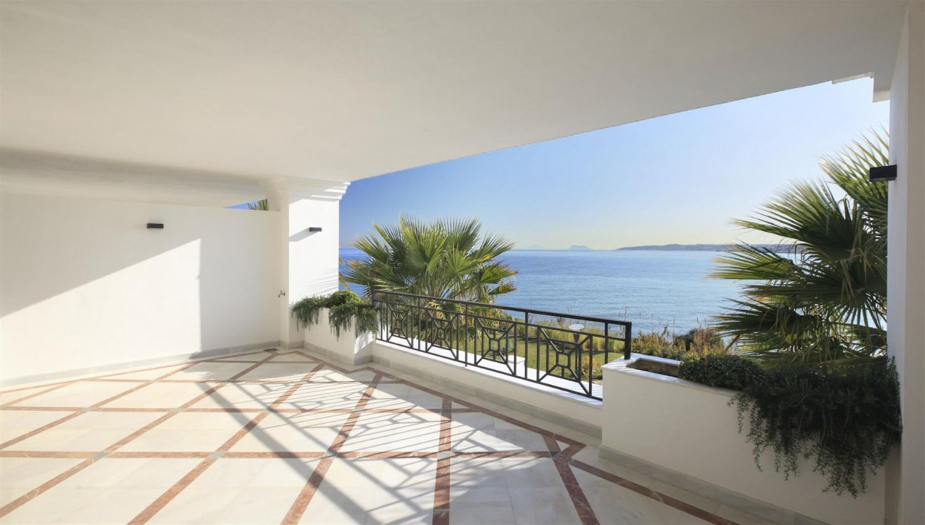Frontline Beach Luxury Apartments Estepona Spain (6) (Large)