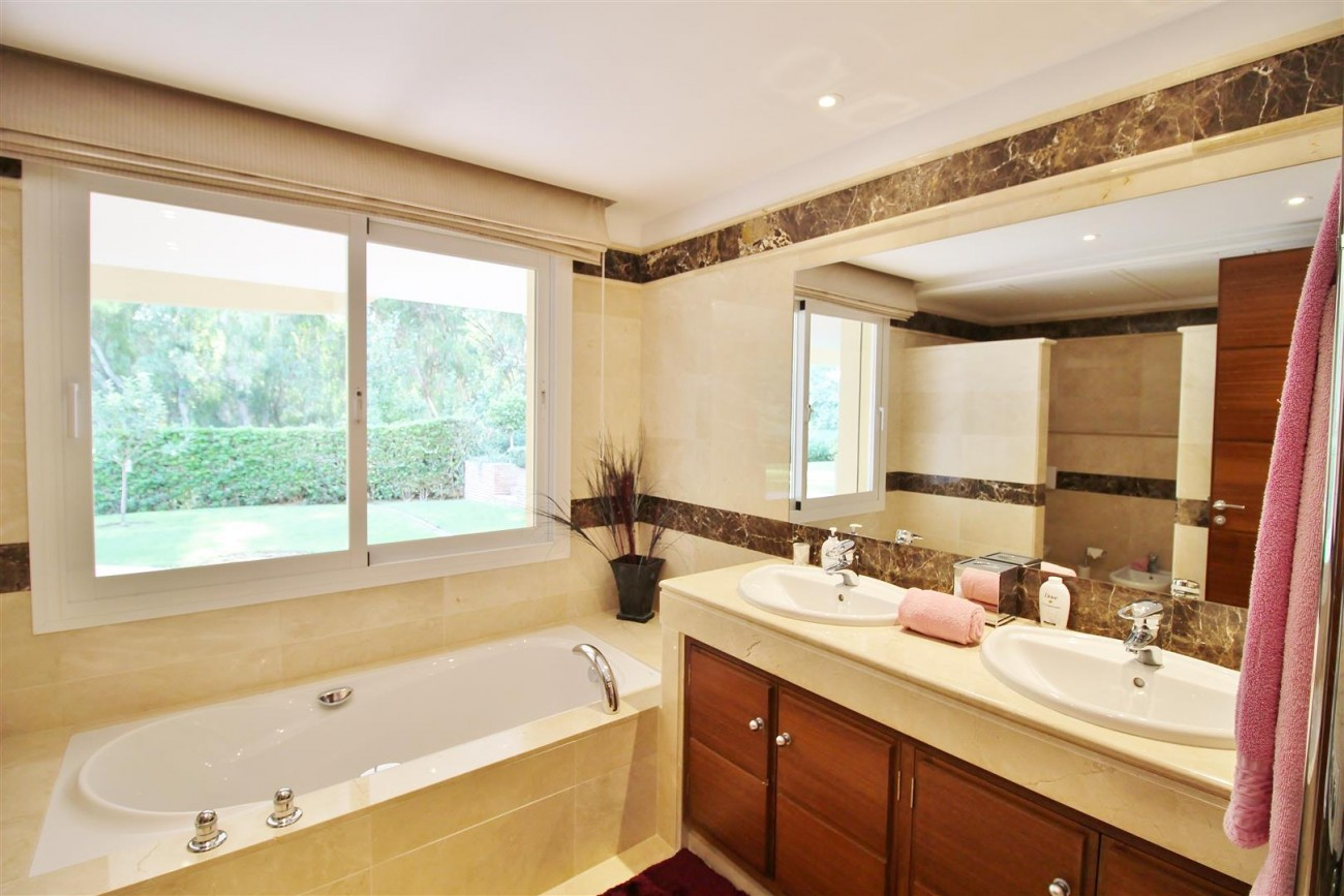 Luxury Villa for sale Nueva Andalucia Marbella Spain (32) (Large)