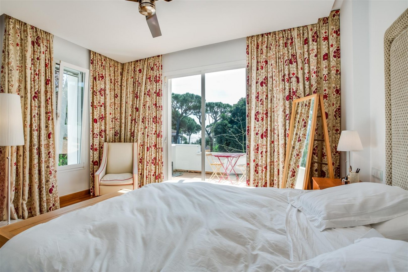 Modern Beachside Villa for sale Marbella Golden Mile Spain (7) (Large)