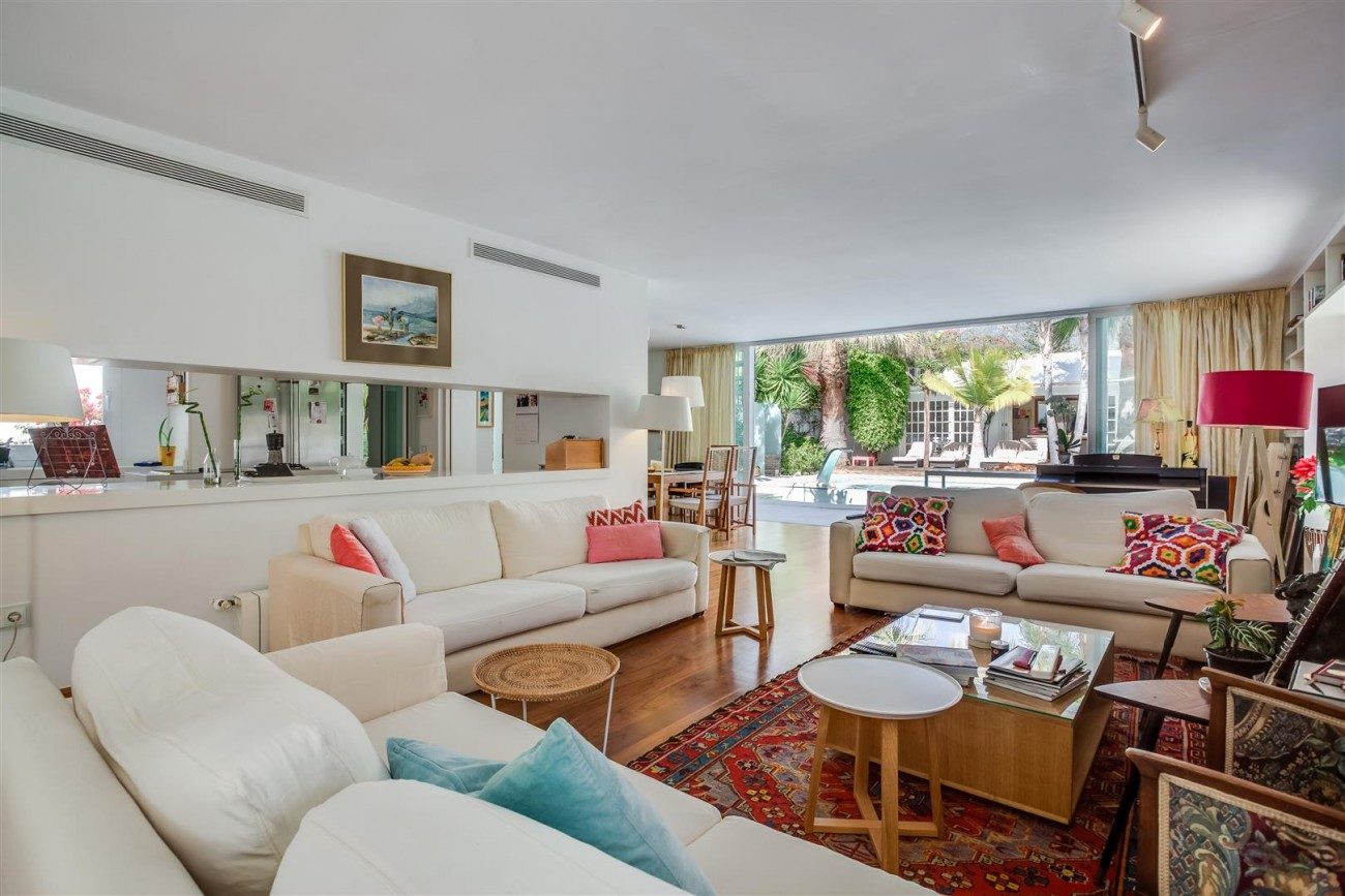 Modern Beachside Villa for sale Marbella Golden Mile Spain (10) (Large)