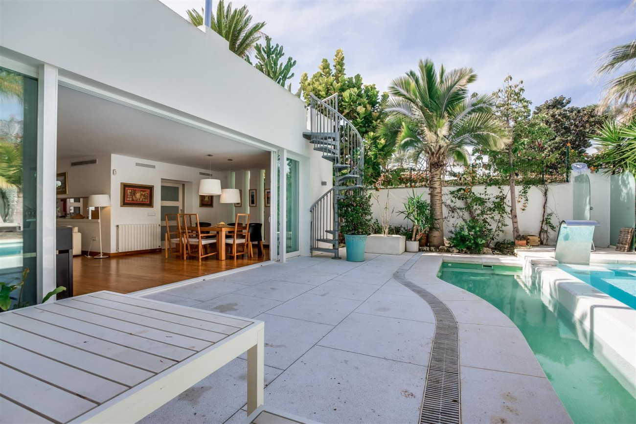 Modern Beachside Villa for sale Marbella Golden Mile Spain (14) (Large)