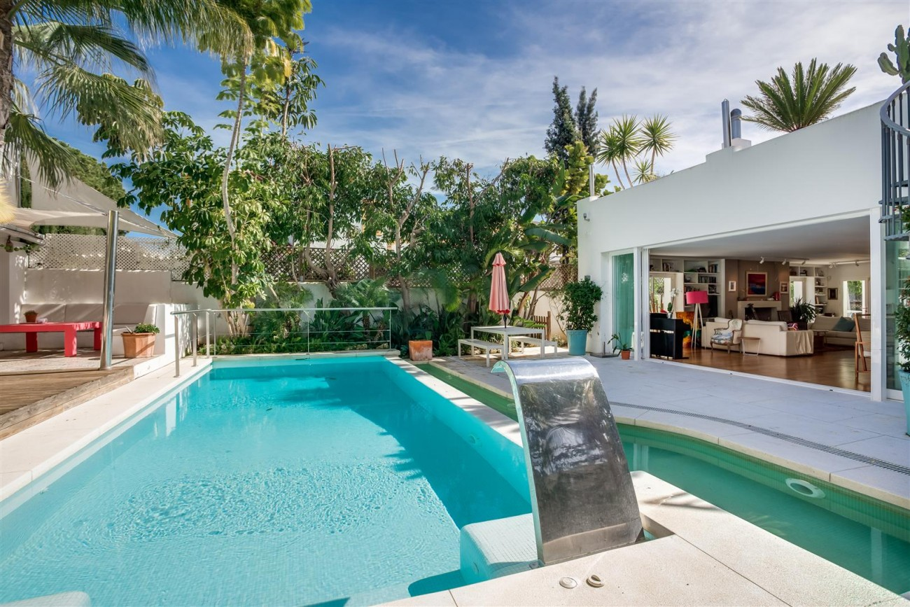 Modern Beachside Villa for sale Marbella Golden Mile Spain (15) (Large)