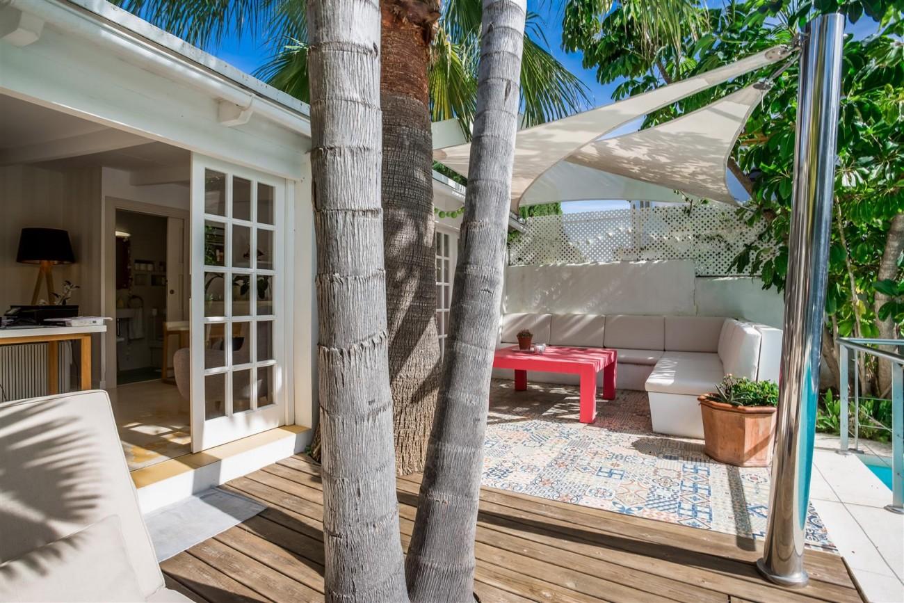 Modern Beachside Villa for sale Marbella Golden Mile Spain (17) (Large)