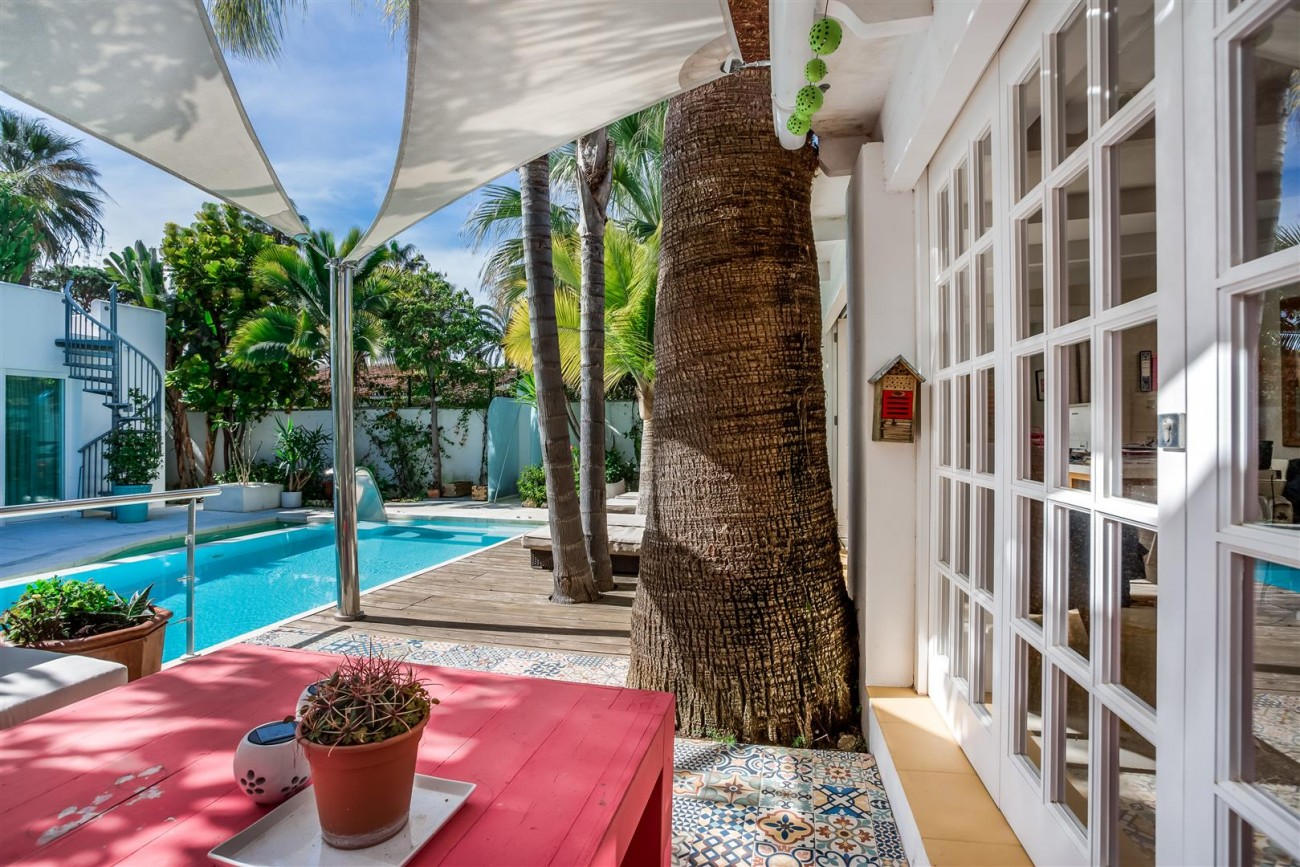 Modern Beachside Villa for sale Marbella Golden Mile Spain (18) (Large)