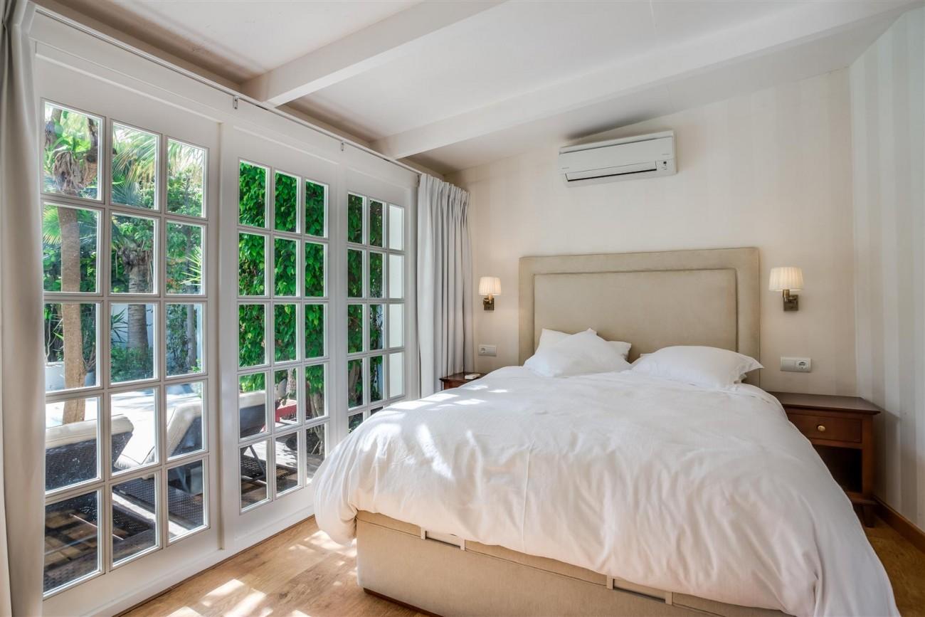 Modern Beachside Villa for sale Marbella Golden Mile Spain (19) (Large)