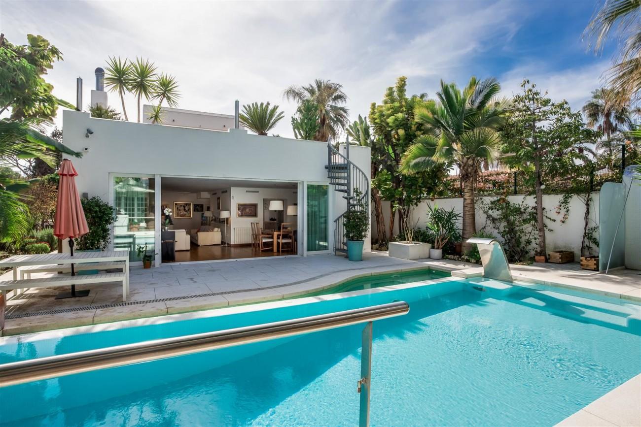 Modern Beachside Villa for sale Marbella Golden Mile Spain (20) (Large)