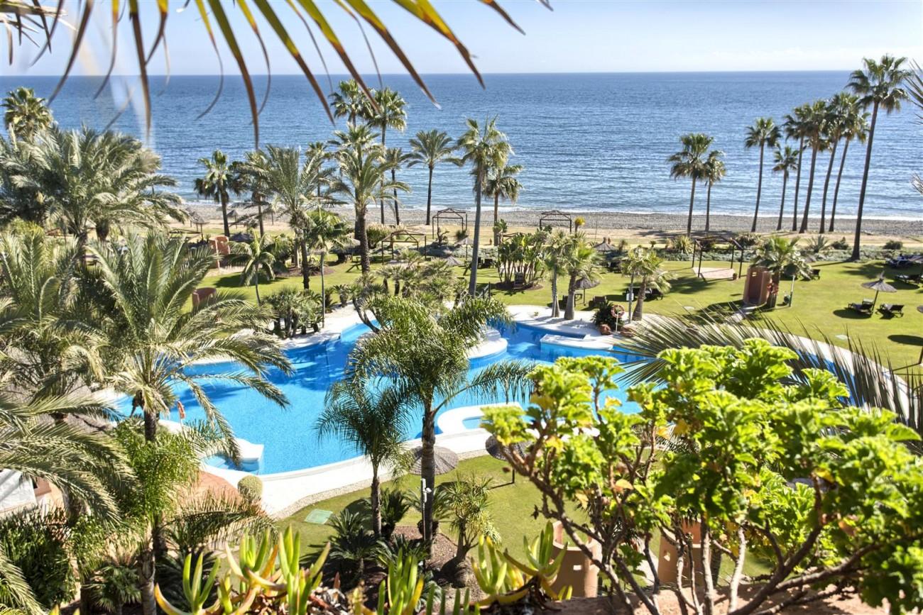 Frontline Beach Luxury Penthouse For Sale Estepona Spain (2)