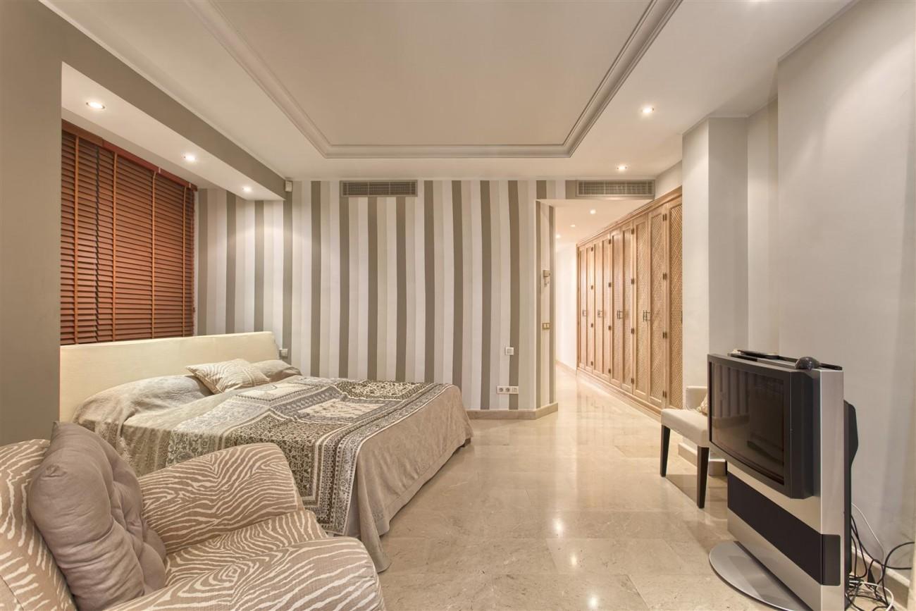 Frontline Beach Luxury Penthouse For Sale Estepona Spain (12)