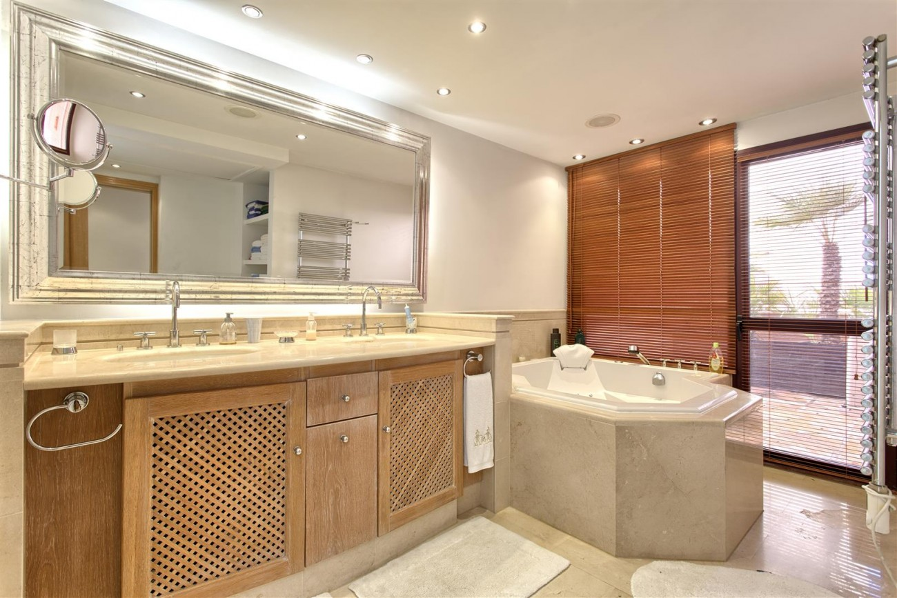 Frontline Beach Luxury Penthouse For Sale Estepona Spain (16)