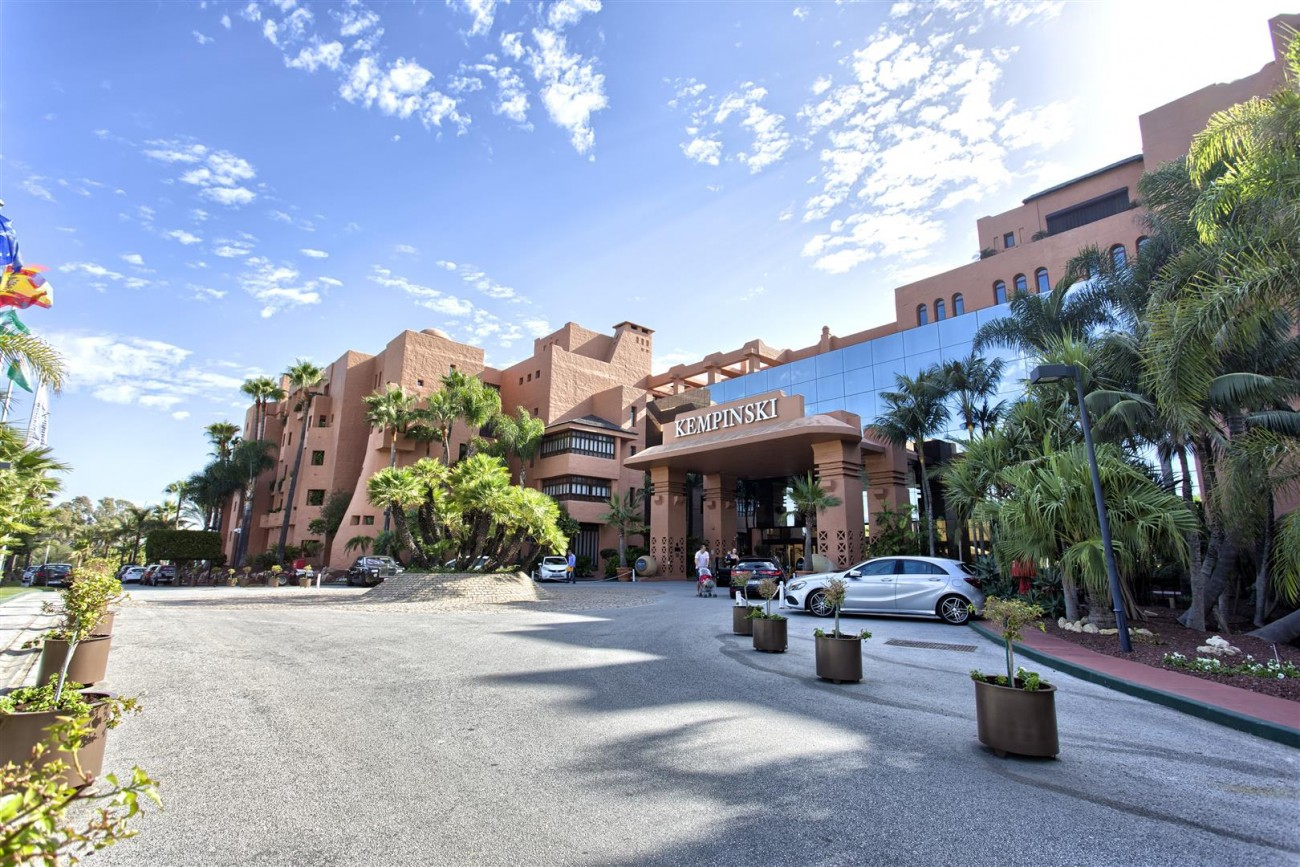 Frontline Beach Luxury Penthouse For Sale Estepona Spain (17)