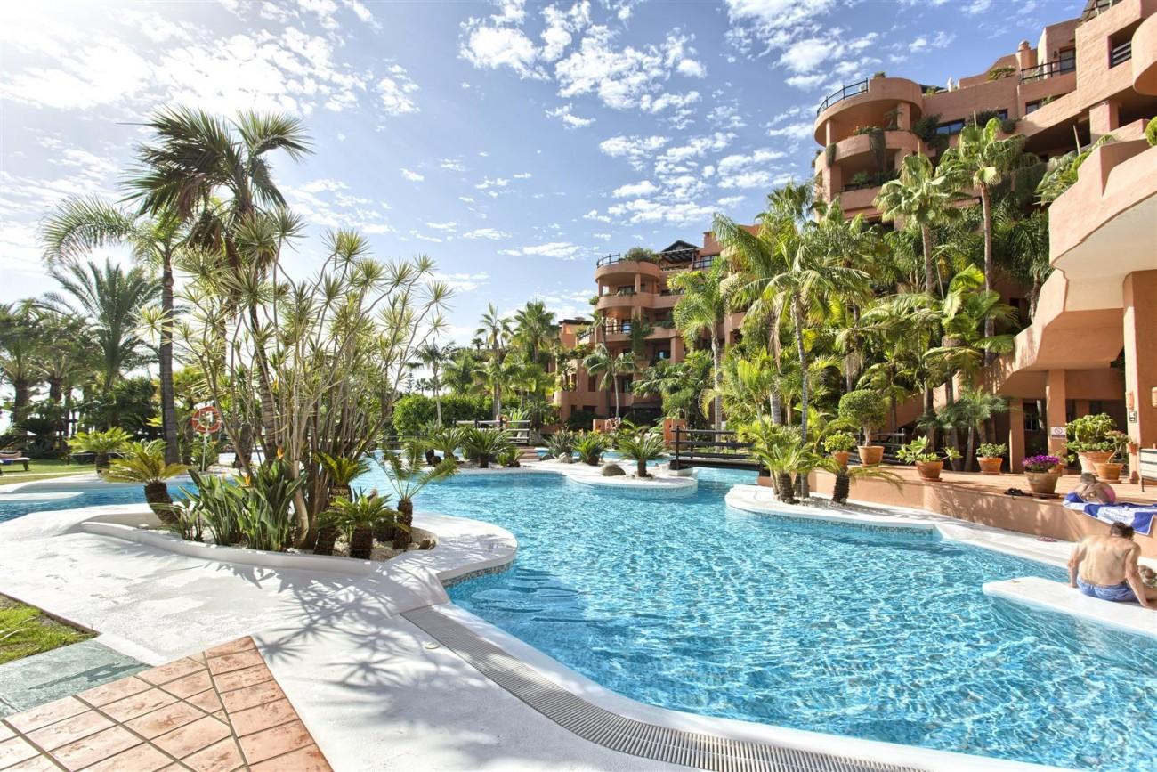 Frontline Beach Luxury Penthouse For Sale Estepona Spain (18)